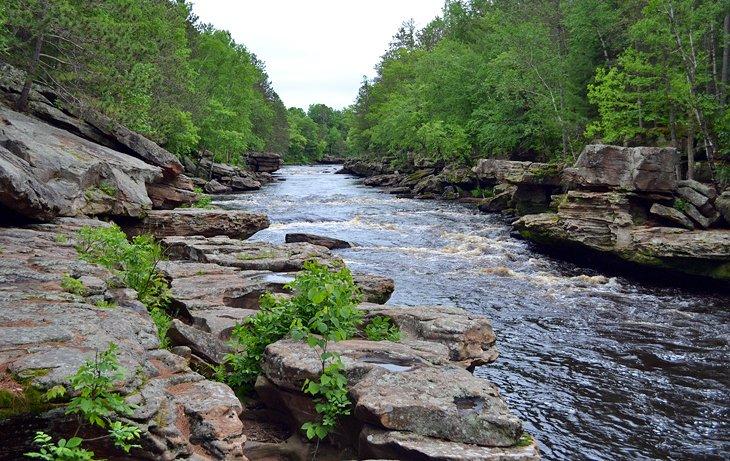 El río Kettle atraviesa el Parque Estatal Banning