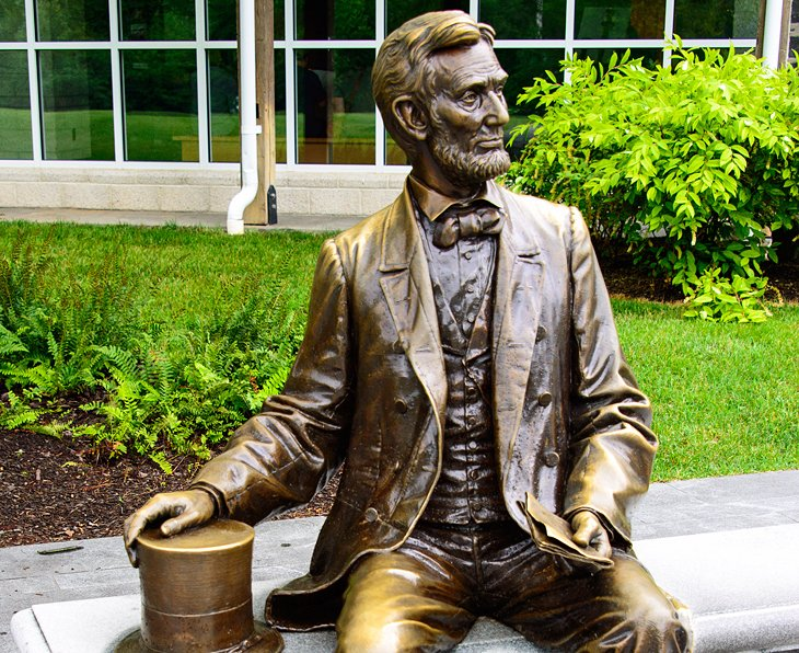 Abraham Lincoln Statue, Visitor Center