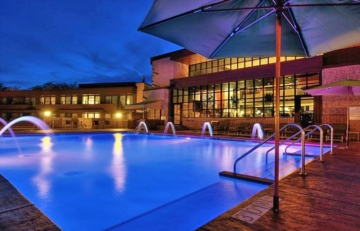 12 top rated luxury resorts in wisconsin planetware for Best us spa resorts