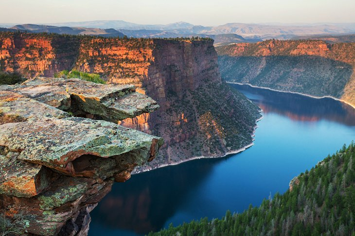 10 top rated fly fishing destinations in wyoming planetware for Flaming gorge fishing