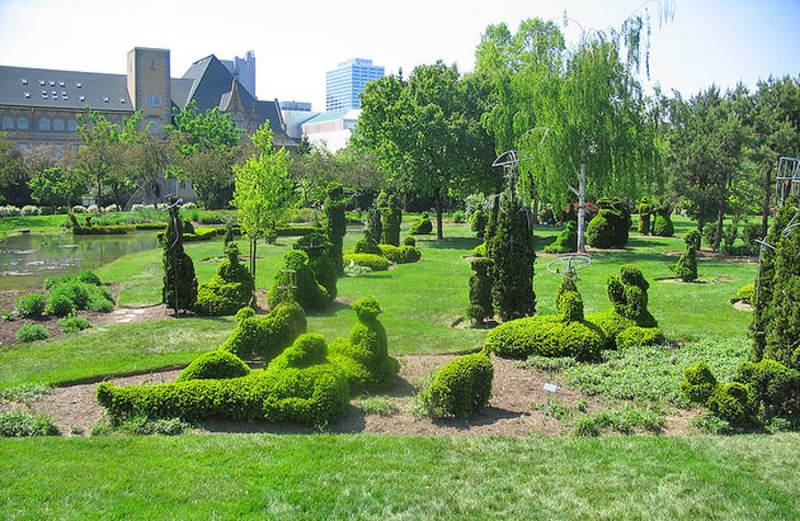 5 Topiary Park
