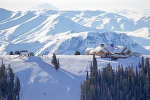 16 Best Ski Resorts in the USA, 2021