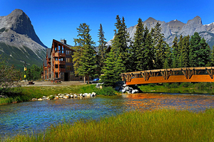 9 Top-Rated Resorts in Canmore, Alberta