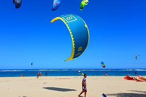 Kiteboarding on Kite Beach, Cabarete: Lessons, Schools, Tips & Where to Stay