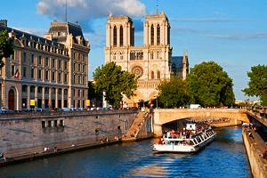 Exploring the Cathédrale Notre-Dame de Paris: A Visitor's Guide