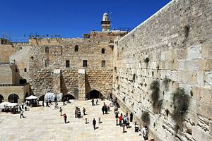 Exploring the Wailing Wall & Jewish Quarter: A Visitor's Guide