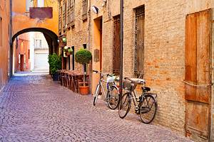 9 Top Tourist Attractions in Ferrara & Easy Day Trips