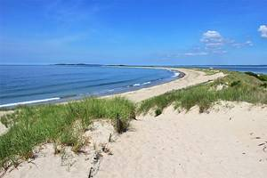 14 Top-Rated Beaches in Rhode Island