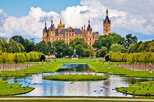 8 Top Tourist Attractions in Schwerin & Easy Day Trips