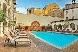 14 Best Pet-Friendly Hotels in San Antonio, TX