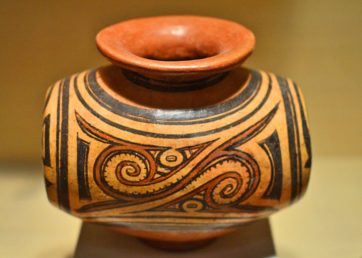 Panamanian barrel jar, St. Petersburg Museum of Fine Arts