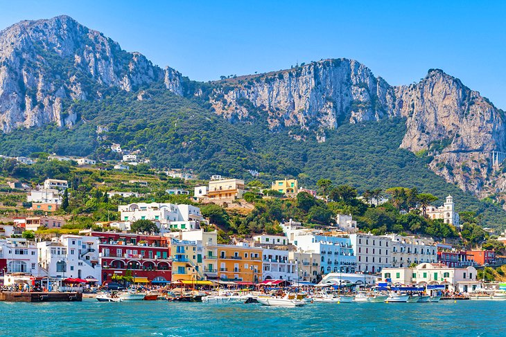 https://www.planetware.com/wpimages/2018/10/italy-rome-to-capri-get-there-train-boat.jpg