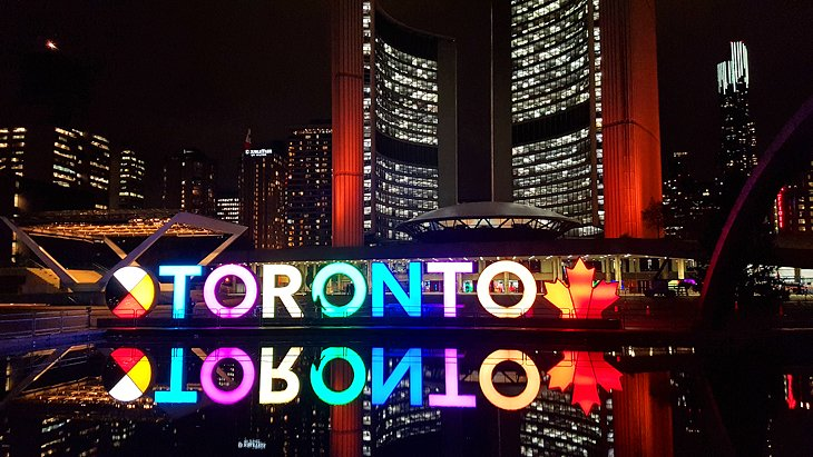 18 Top-Rated Tourist Attractions in Toronto | PlanetWare