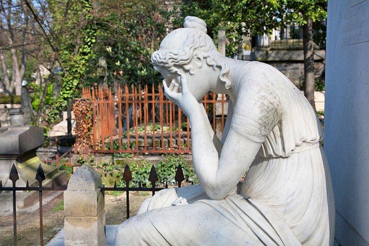 مقابر بير لاشيز، من المزارات السياحية في مدينة باريس، فرنسا