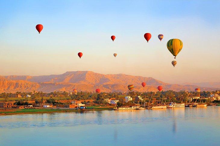 Paseo en globo al amanecer en Luxor.