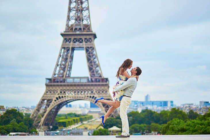 Romantically Spending Holidays on Destinations with Love One