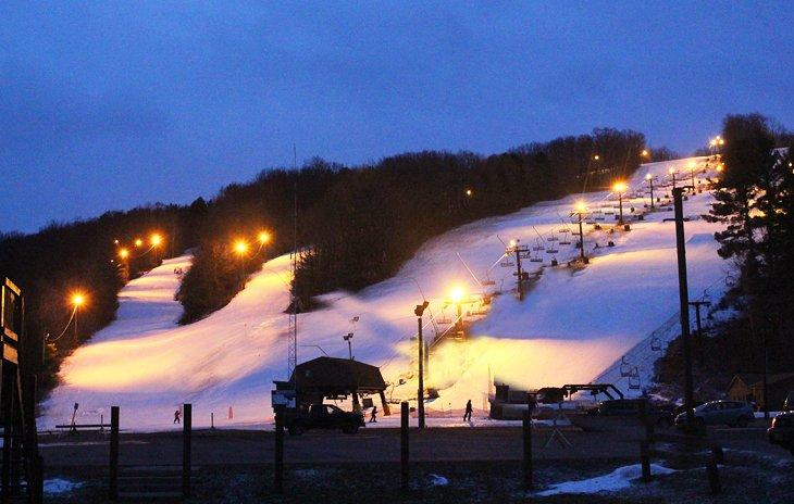 Esquí nocturno en Swain