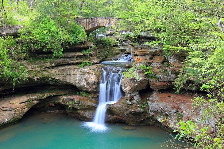 Una cascada en el Parque Estatal Hocking Hills