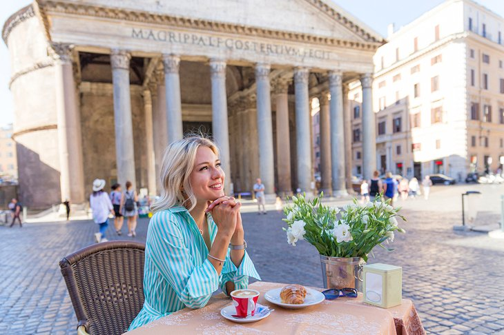 Café in front of the Pantheon