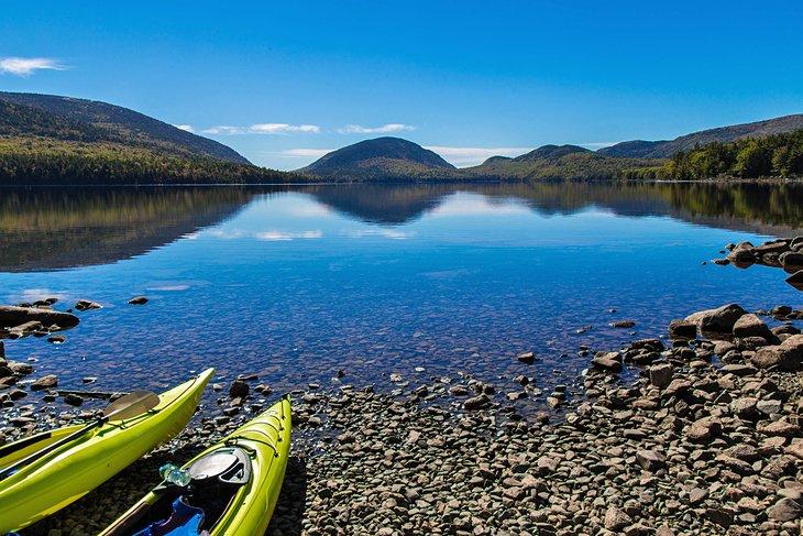 Kayaks en Eagle Lake en el Parque Nacional Acadia