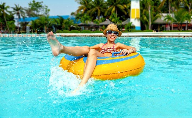 Плавание в тайском аквапарке