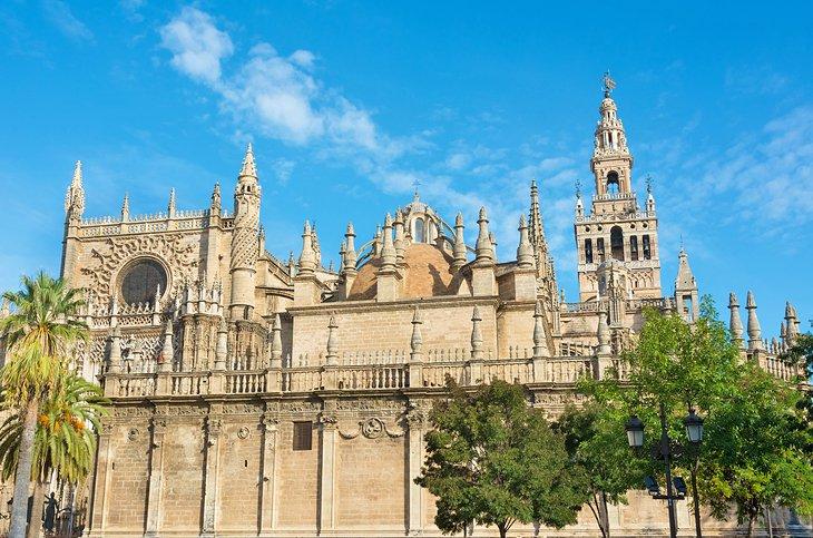 Seville Cathedral Catedral De Sevilla A Visitor S Guide Planetware