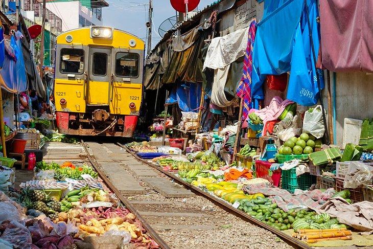Рынок поездов в Бангкоке