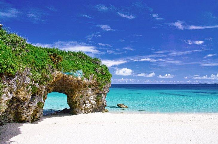 Скалистая арка на острове Мияко