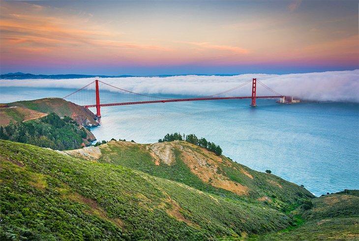Niebla rodando sobre el Área Recreativa Nacional Golden Gate
