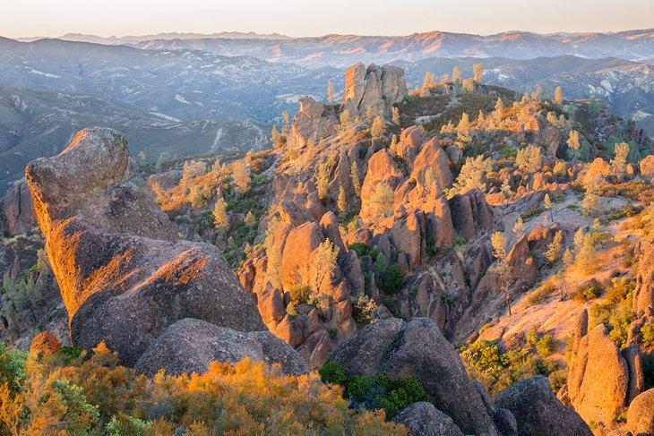 Última luz del día en el Parque Nacional Pinnacles