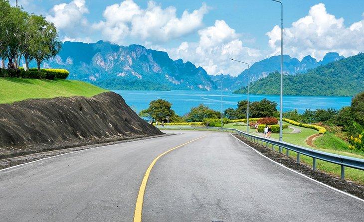 Дорога к плотине Ратчапрапа, Сурат Тани.