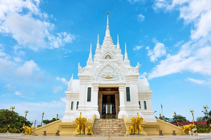 Храм Столба города Сурат Тани