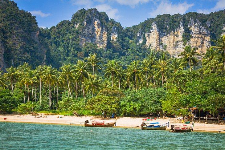 Пляж Ао Нанг с пальмами