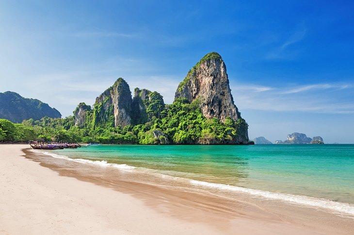 Потрясающе красивый пляж Рэйли