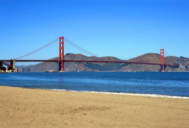 Vista del puente Golden Gate desde Crissy Field Beach