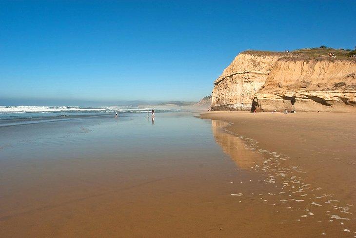 Hermosa playa estatal de San Gregorio