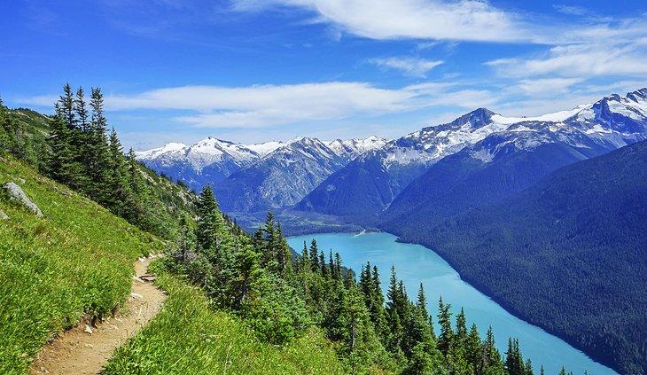 Vista del lago Cheakamus desde High Note Trail