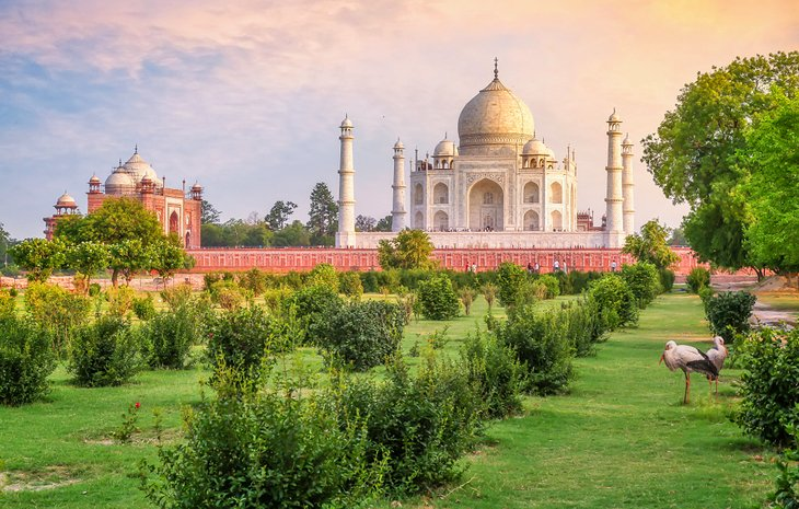 Mehtab Bagh gardens and the Taj Mahal