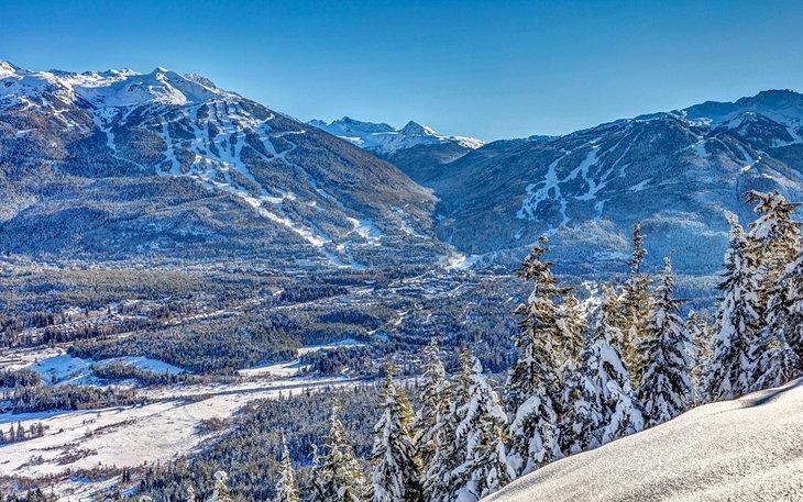 Vista de las estaciones de esquí de Whistler y Blackcomb