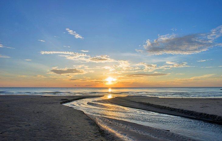 Playa de Bachok al amanecer