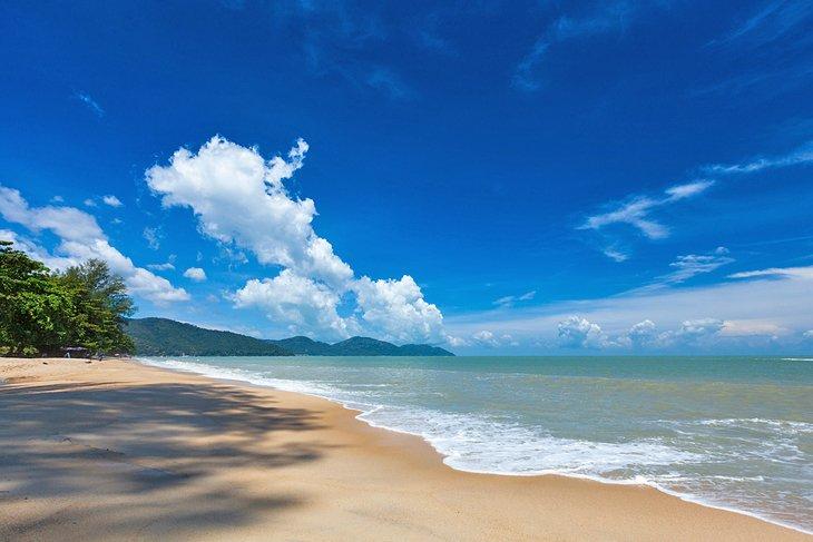 La playa de Batu Ferringhi