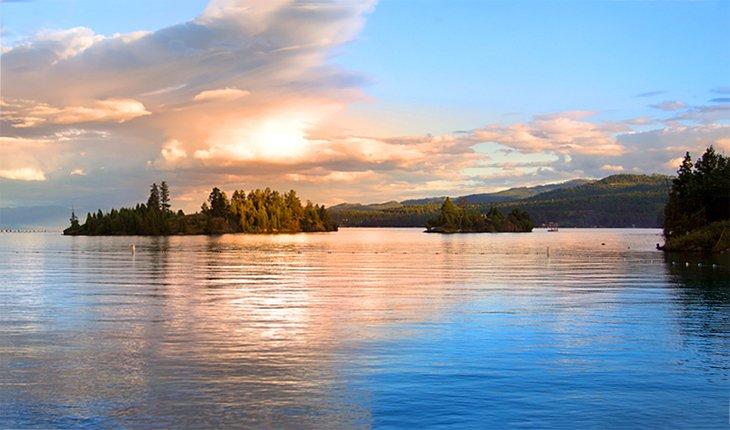 Flathead Lake en la noche