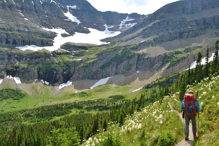 Mochilero en el Parque Nacional Glacier