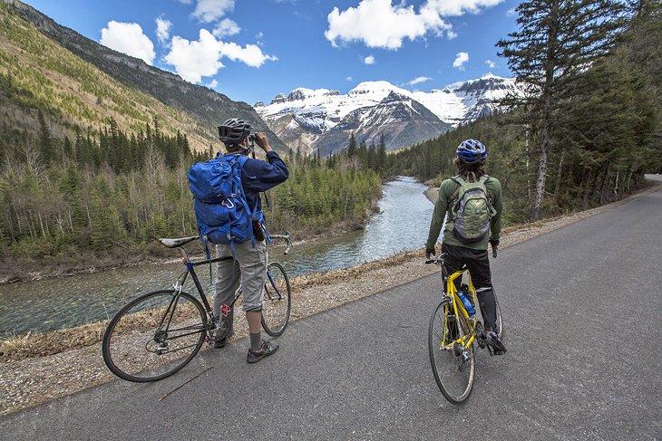 Andar en bicicleta por la ruta del camino al sol