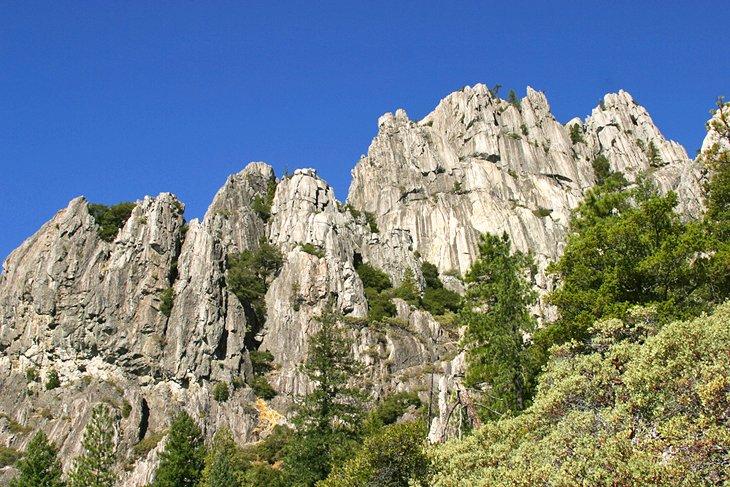 Paisaje rocoso del parque estatal Castle Crags