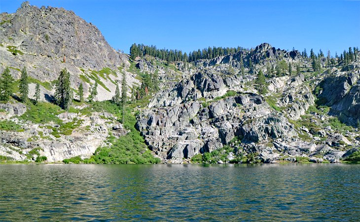 Gold Lake cerca de Lakes Basin Campground, Bosque Nacional Plumas