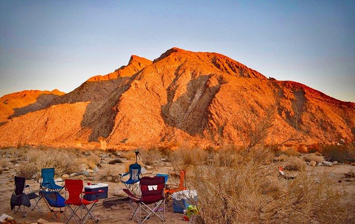 Amanecer en el desierto en un campamento en Anza-Borrego Desert State Park