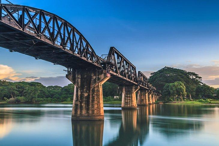 Железнодорожный мост смерти через реку Квай