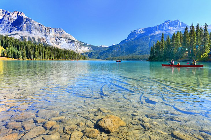 canada in pictures beautiful places to photograph yoho national park emerald lake
