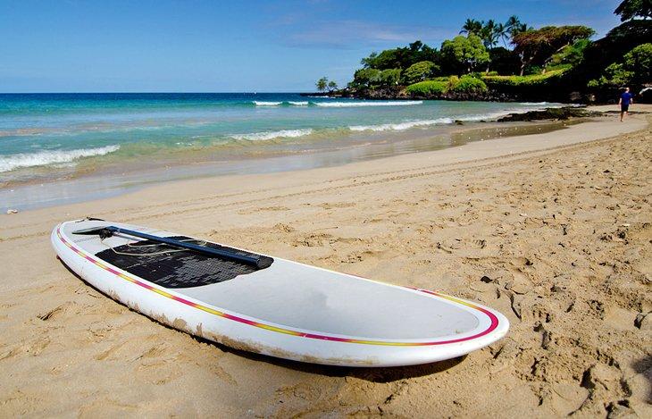 Paddleboard en la playa de Kaunaoa (playa de Mauna Kea)